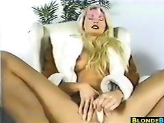 blond d like to fuck masturbating