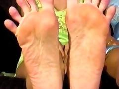 samanthas large feet
